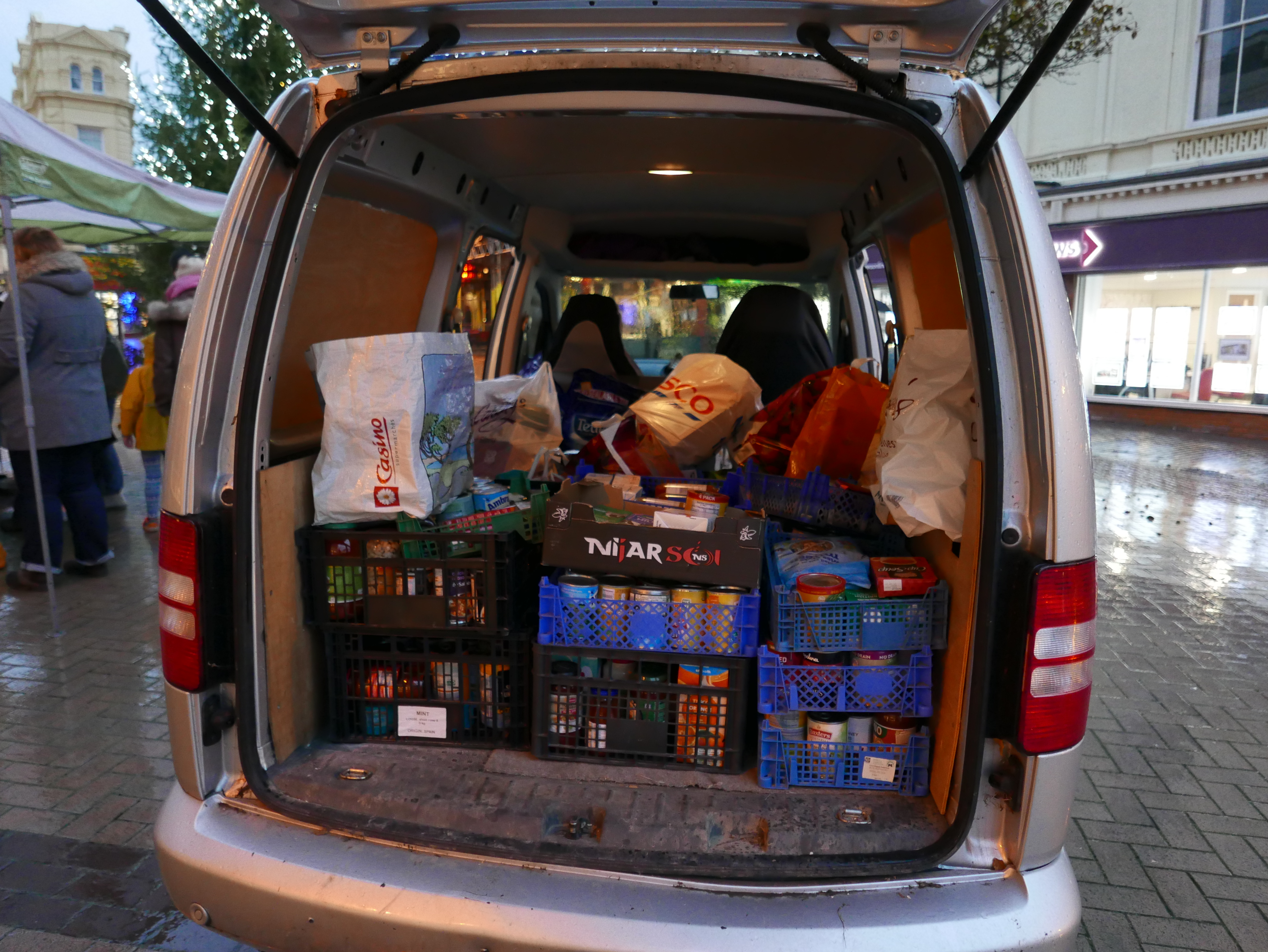 First-carload-for-Foodbank
